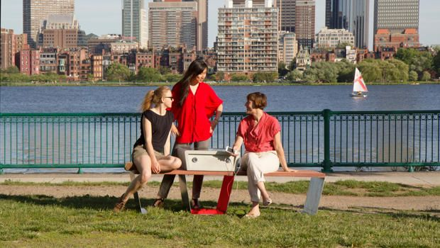 Boston Is Getting Solar Powered Park Benches That Charge Your Devices Solar Power Solar Urban Planning