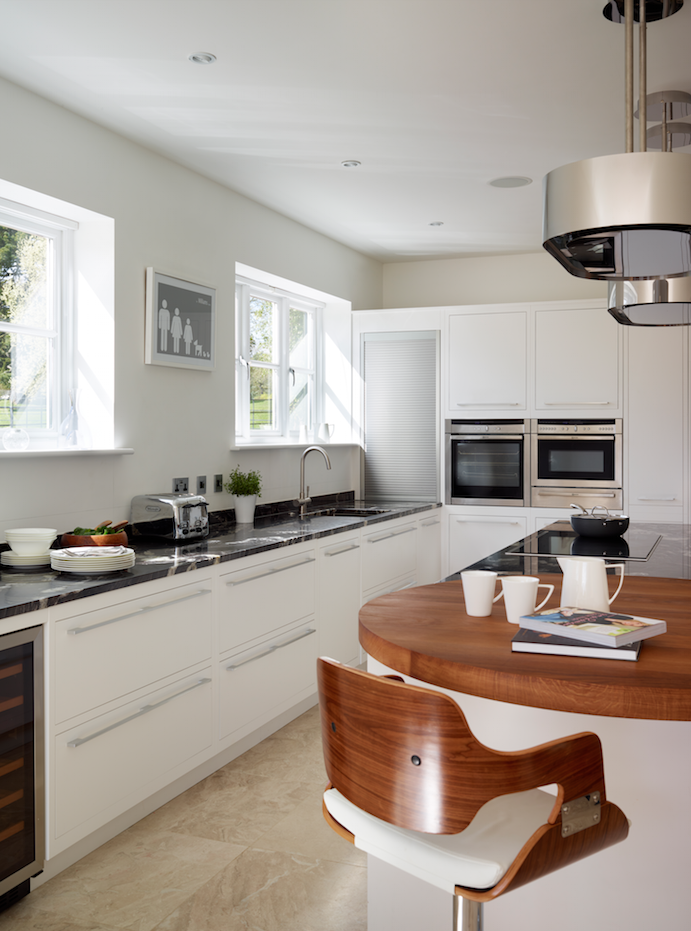 Harvey Jones Linear kitchen, painted in Farrow Ball \'All White ...