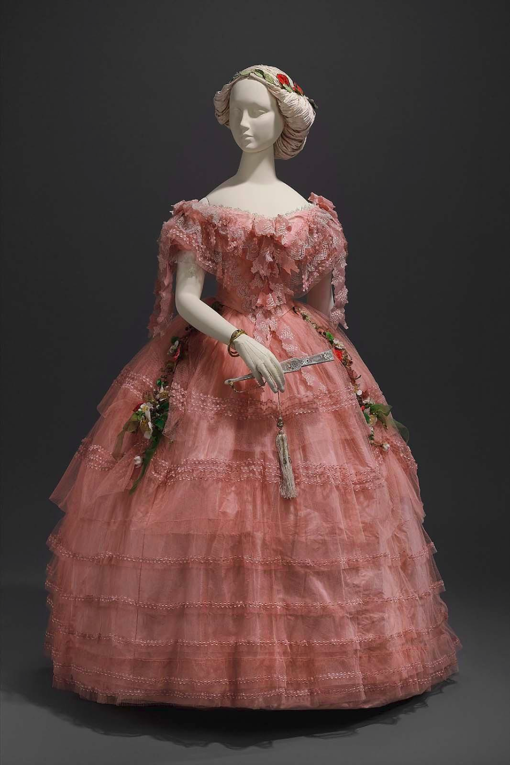 Wikivictorian On Twitter Ball Dresses Historical Dresses Vintage Gowns [ 1500 x 1000 Pixel ]