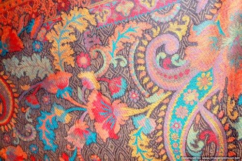multi-colored_floral_patterns_on_ends_in_pure_wool_shawl_wrap_throw_9fb0aafb.jpg (500×333)