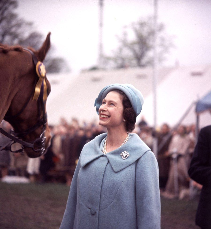 The Queen at age 36. (1962) Her majesty the queen, Young