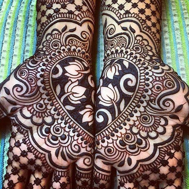 "We ""heart"" this Mehendi! #HennaSwag : @maplemehndi #thebridalaffair #tbai…"