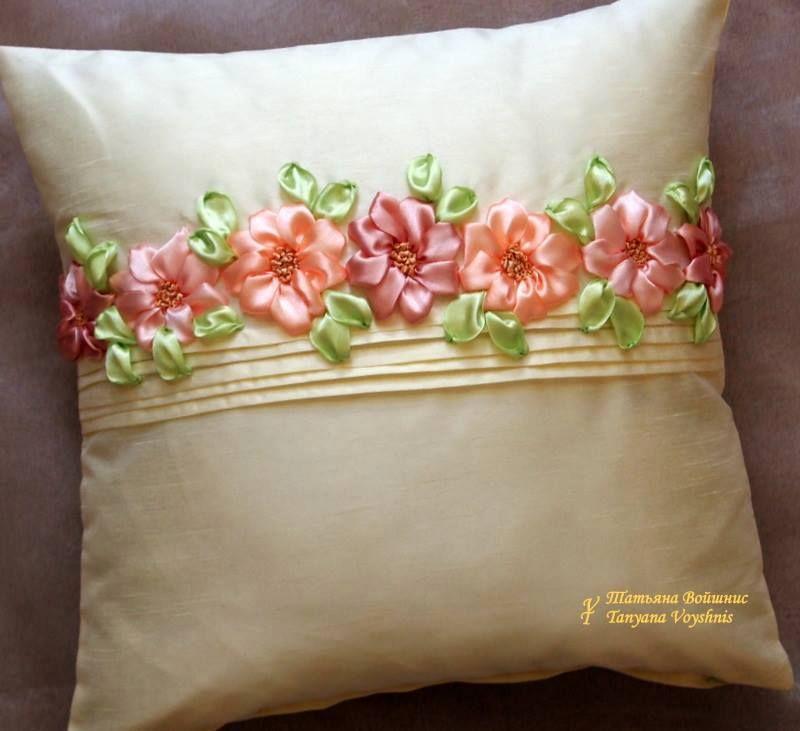 Cojín con flores | Toalhas bordadas, Flores de bordados