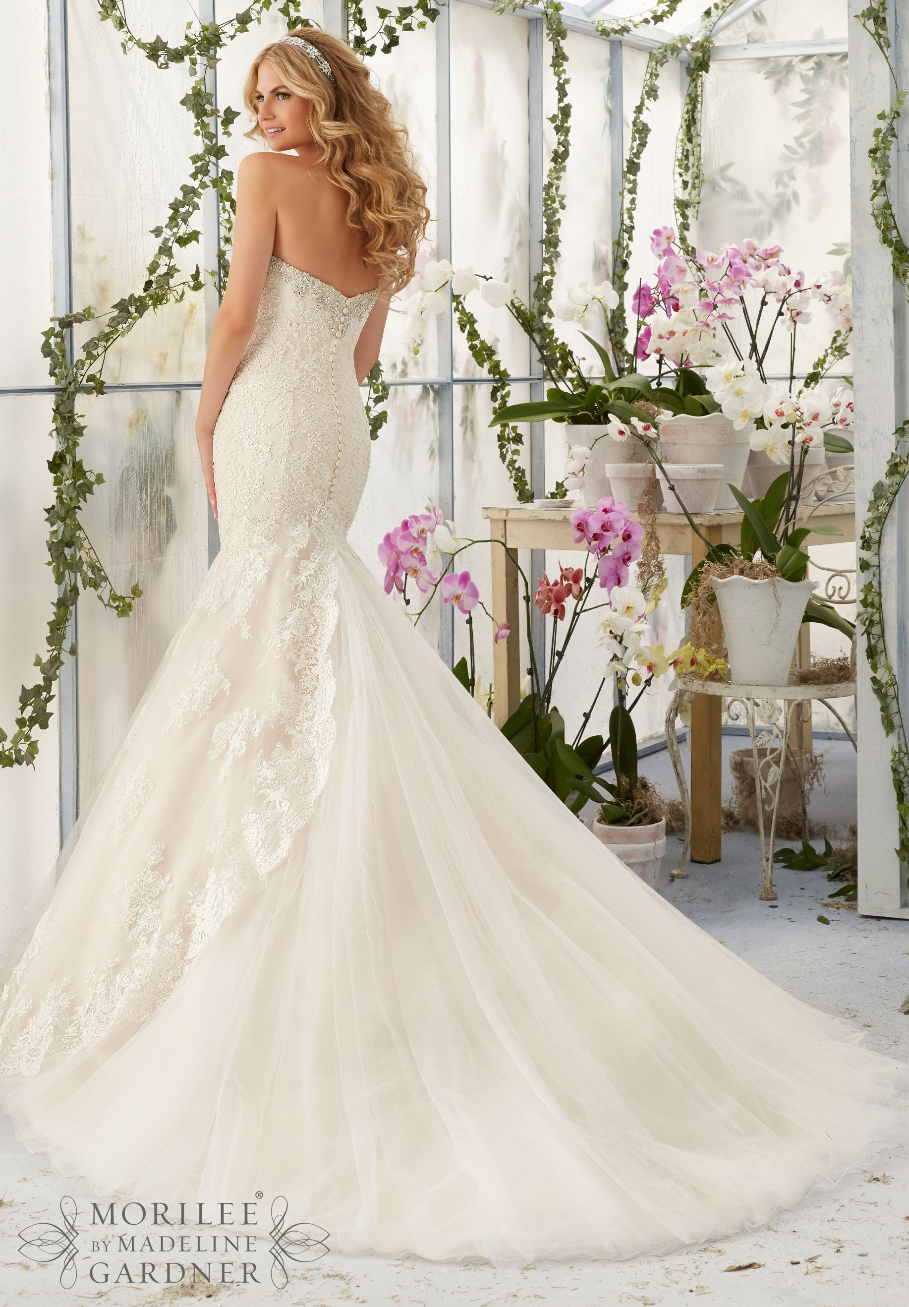 Wedding dress crystal beaded embroidery meets the cascading