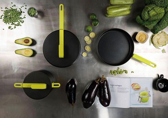Las caceloras y sartenes son otro básico dentro de una cocina nueva. El  diseñador Karim Rashid creó Hook Cookware 989d033c5351