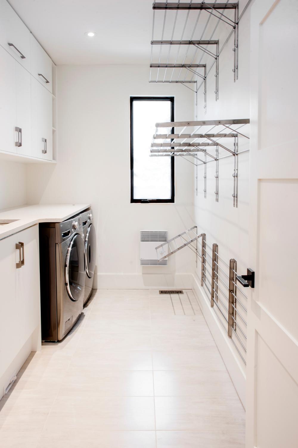 Laundry Room - Contemporary - Laundry Room - Ottawa - by Maple Leaf Custom Homes | Houzz