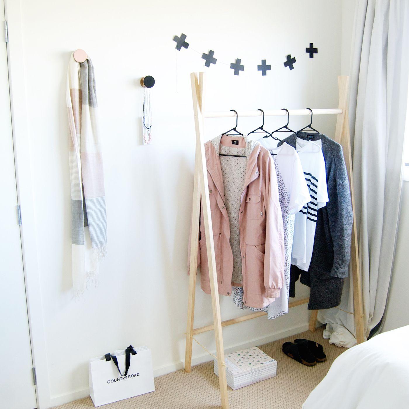 Diy Wooden Clothes Rack In Under 15 Mins Projets De Menuiserie Faciles Portant Vetement Bricolage Pour La Chambre