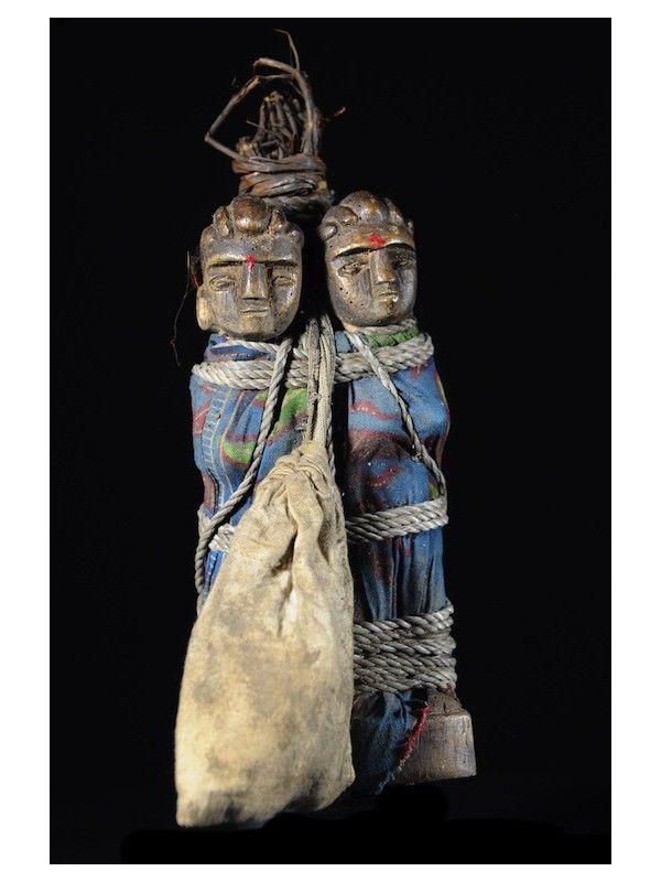 Contrairement à ce que pensent beaucoup de collectionneurs ou experts, les statuettes de jumeaux ne fonctionnent pas par couple comme les statuettes d'ancêtres.  Elles sont à prendre chacune dans l'individualité de leur signification.
