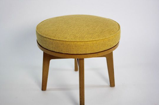 Upholstering A Round Foot Stool Kim S Upholstery Training Classes Footstool Diy Footstool Upholstery