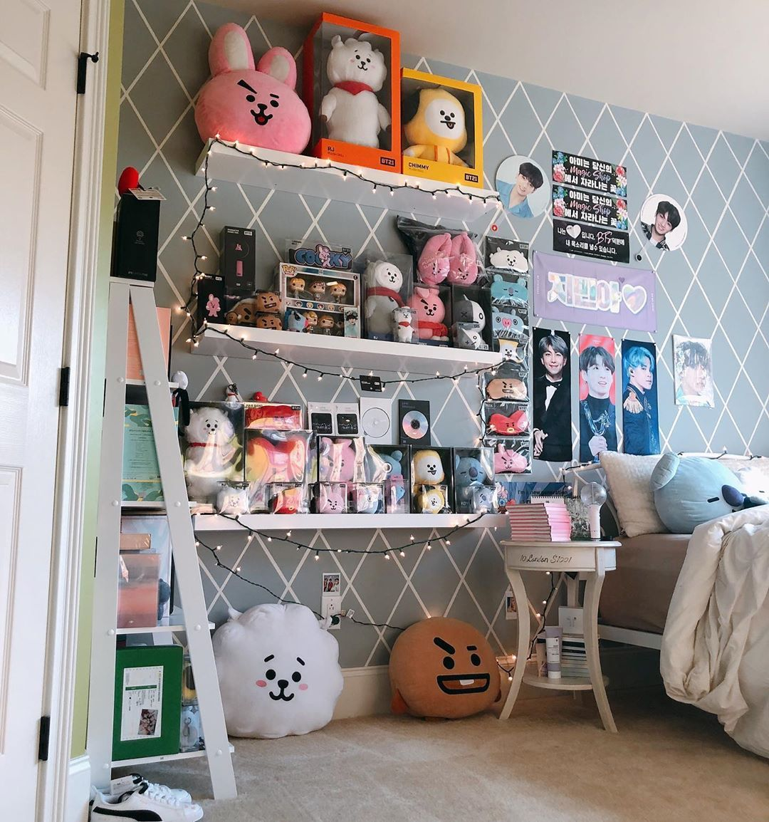 21b Begenme 87 Yorum Instagram Da H S Bts Collection Jungshelf 2 Bts Paved Dee Way Don T Repost Thank Army Room Decor Cute Room Decor Army Decor