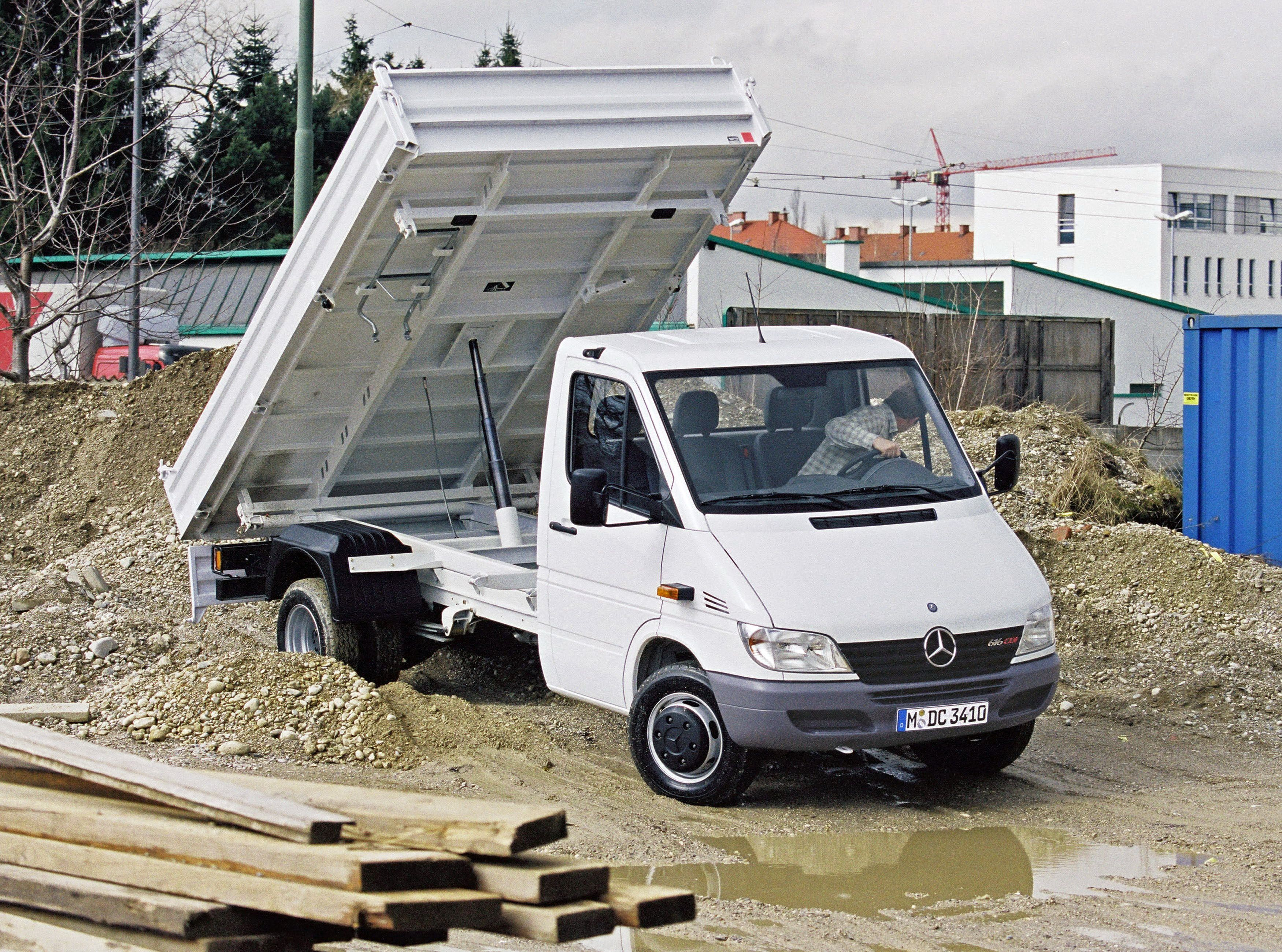 generation new benz mercedes third presents minibus transporter vehicles of sprinter en the
