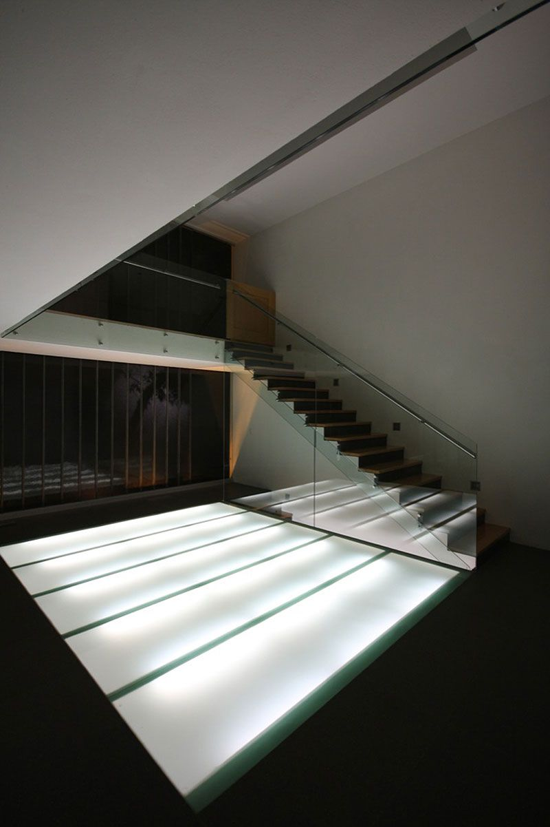 LVS Architecture And JC NAME Arquitectos MO House: Interior Staircase  Details With Glazed Fencing Home Design Ideas