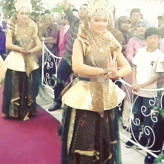 Yosi Nurfajrina. Penari Tradisi. Sunda. STSI. Bandung. by – Instagram webviewer