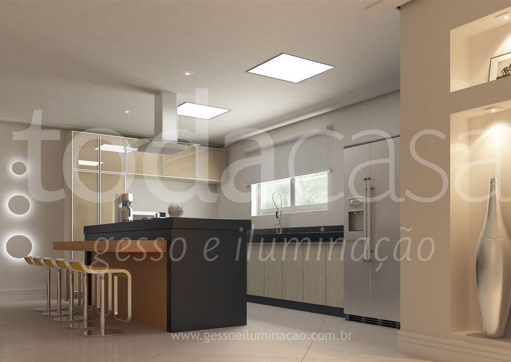 Cozinha com forro de gesso e luminárias de embutir