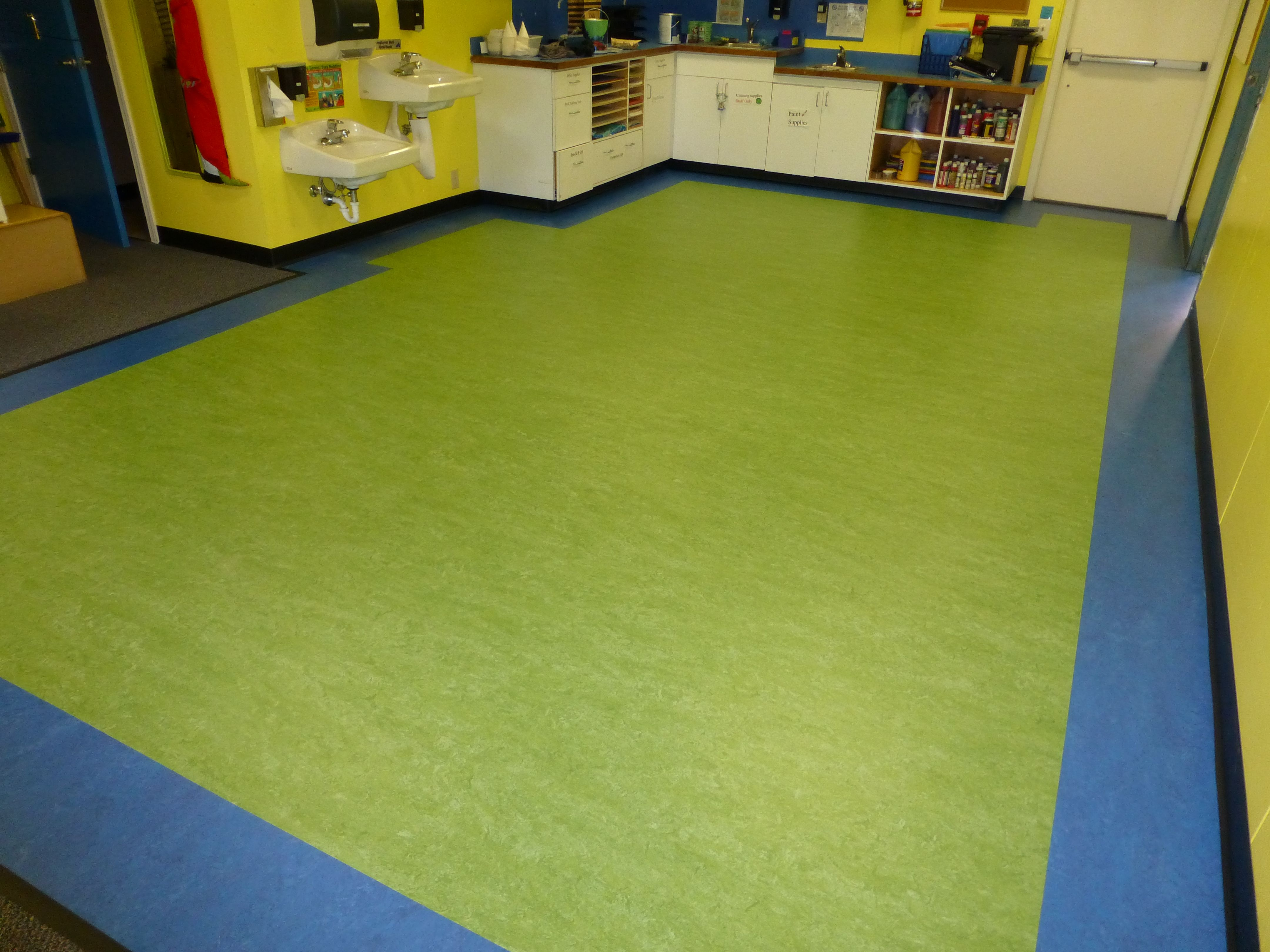 Marmoleum Floor Installed In A Classroom With Custom Border Interior Floor Designs Seattle Wa Marmoleum Floor Design Floor Installation