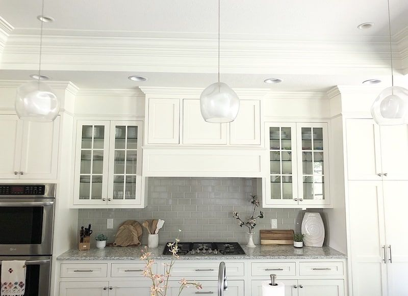How to Fill Space between Cabinets and Ceiling - Cabinets to ceiling, Kitchen cabinets to ceiling, Kitchen soffit, Floor to ceiling cabinets, Kitchen cabinets, Kitchen plans - Building cabinets to the ceiling is expensive! Below are several (more economical) options of how to fill space between cabinets and ceiling!