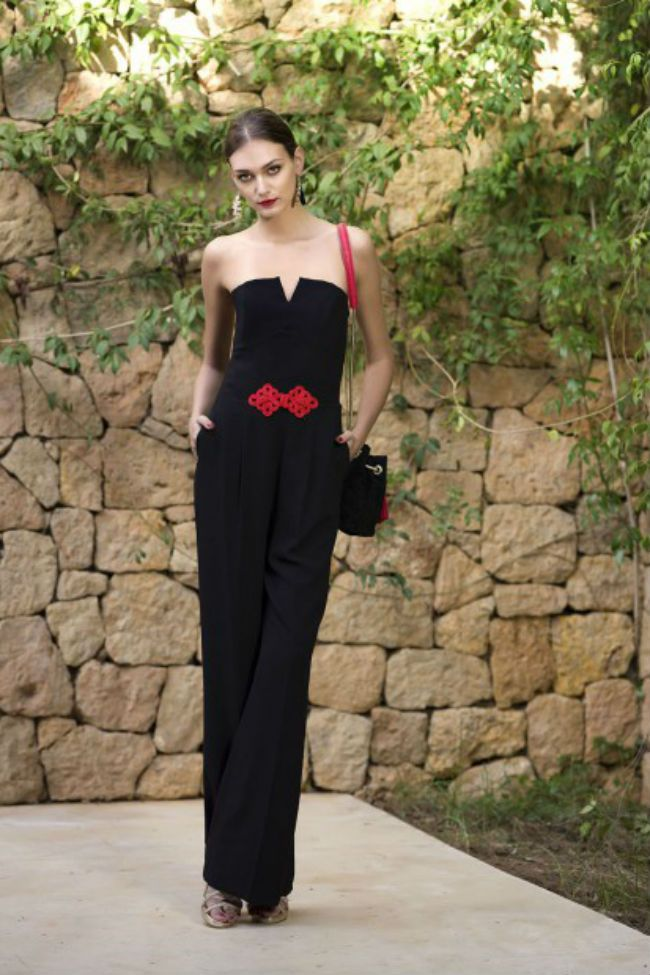 Revoluciona tu armario con la colección #Spanish de Blanco. Lunares, negro, rojo y detalles mediterráneos se dan cita en cada prenda y accesorio.  #Modalia | http://www.modalia.es/marcas/suiteblanco/9978-toque-espanol-lookbook.html  #blanco #españa #coleccion
