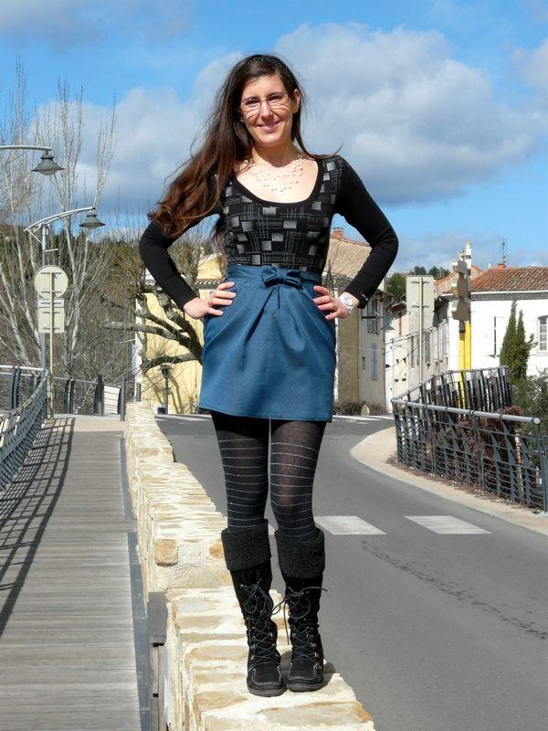 Une jupe perle de nacre du livre grains de couture Hommes & femmes d'Ivanne Soufflet. Plus de photos sur mon blog: http://lescreationsdecaroscrap.blogspot.fr/2014/04/perle-de-nacre-plantain-tunique-drapee.html