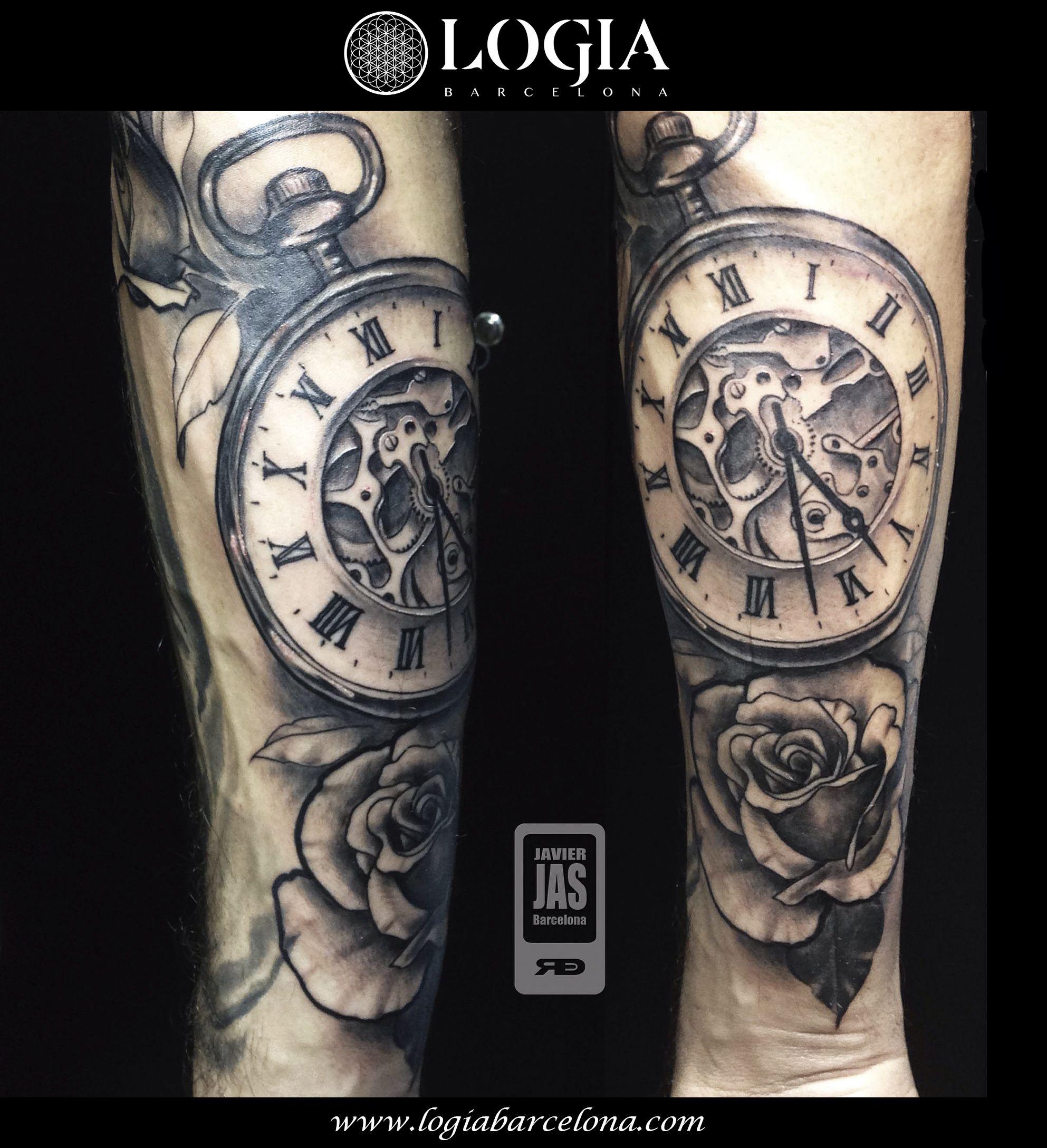 Tatuaje de reloj de arena | Tatuajes Logia Barcelona