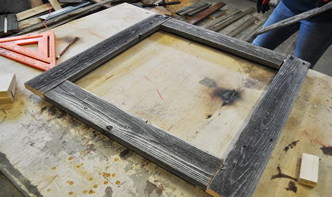 How to Make a Barnwood Picture Frame | Marcos para foto, Papa y Marcos