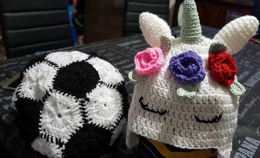 Combatimos el frío con estos hermosos gorros personalizados!!! . . #clavijocreaciones #manualidades #crochet #gorros #amor #abuela #clavijocreaciones #tejidosacrochet #energia #macetas #vida #clavijo #manualidades #arte #amigurumi #crochet #tejido #lana #regalo #peluche #saltaargentina #abuela #amor