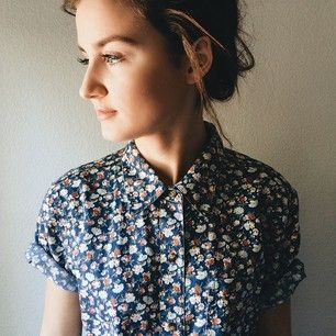 Vintage Navy Blue Rose Floral Boxy Blouse Top W Short Sleevess Officewear