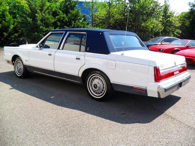 Lincolnmotorcar Showcase Badwf On Instagram 1985 Lincoln Town Car Signature Series Lincoln Towncar Lincoln Town Car Lincoln Motor Lincoln Motor Company