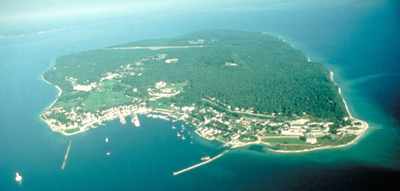 (S) Ghosts of Mackinac Island: The Haunted History of Michigan's ...