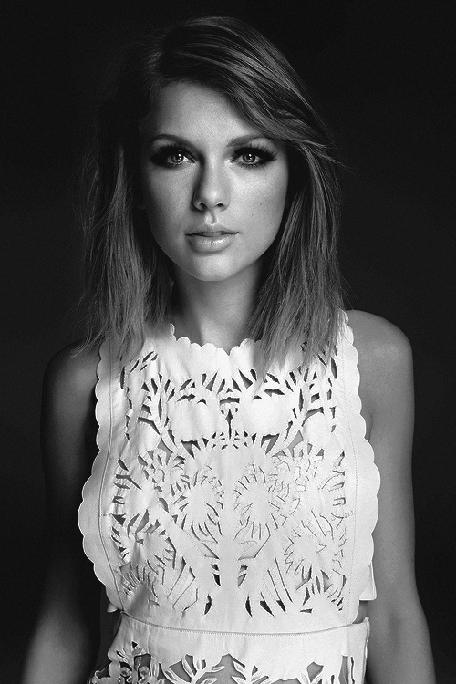 Taylor Swift Black And White 2015
