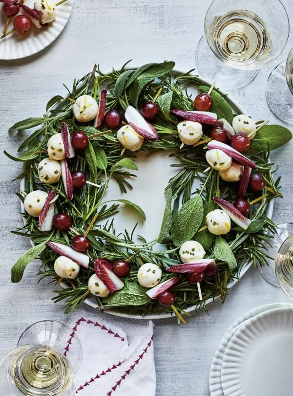Photo of Bocconcini Skewers with Grapes and Rosemary | Ricardo