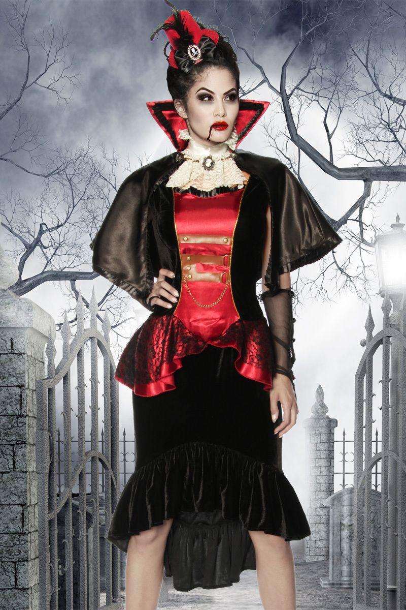 Vollbusiger Vampir Mit Lila Haar