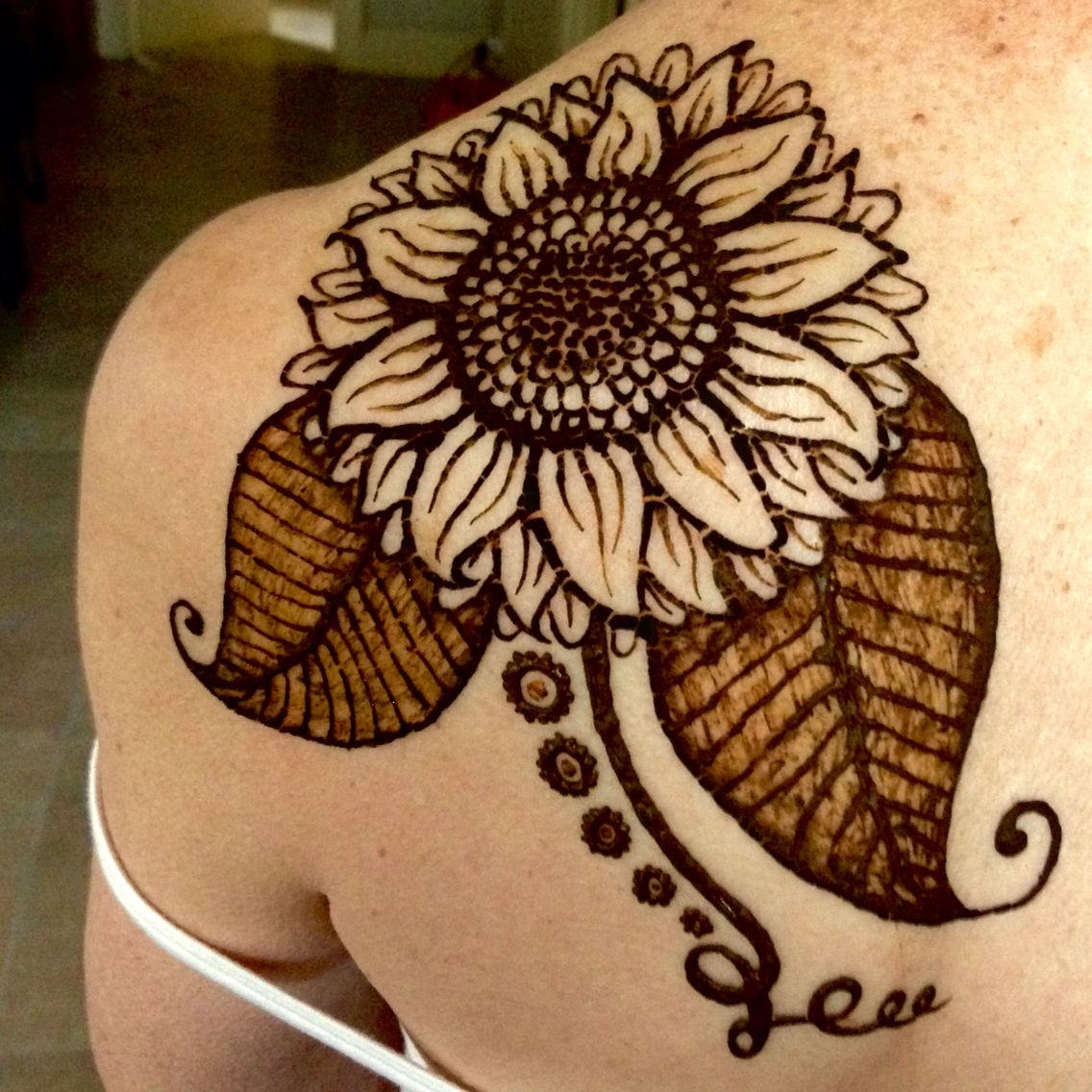 Sunflower henna on Annie Sunflower tattoo design, Henna
