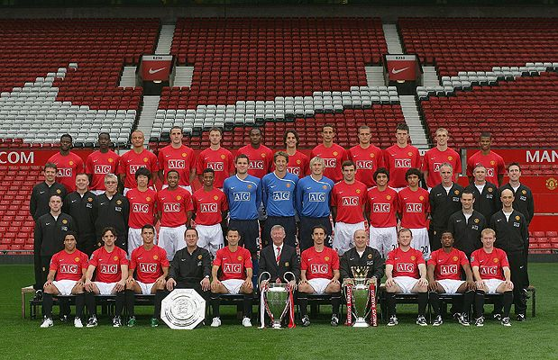 Reds Line Up For Team Photo Manchester United Legends Manchester United Players Manchester United Team