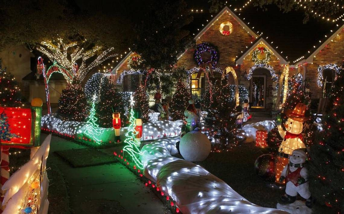 15 Best Places For Holiday Lights Viewing In And Around Dallas