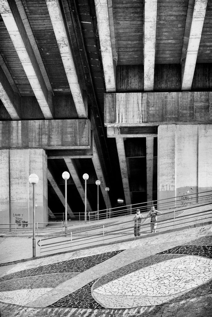 Viviendo Bajo La Autopista Living Under The Highway Rekalde Is Different Under Bridge Architecture Bilbao
