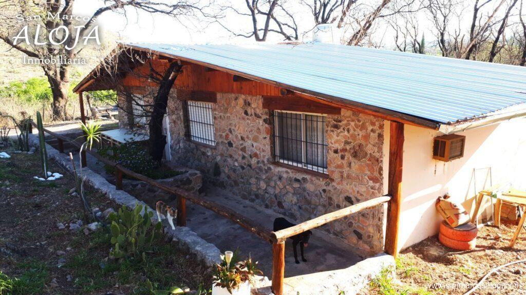 Inmobiliaria Aloja Vende Casa Y Cabaña Con Terreno De Hasta 2 5 Ha A 3 Km Del Centro De San Marcos Sierras Aloja Inmobiliaria Cabañas Casas Casas En Venta