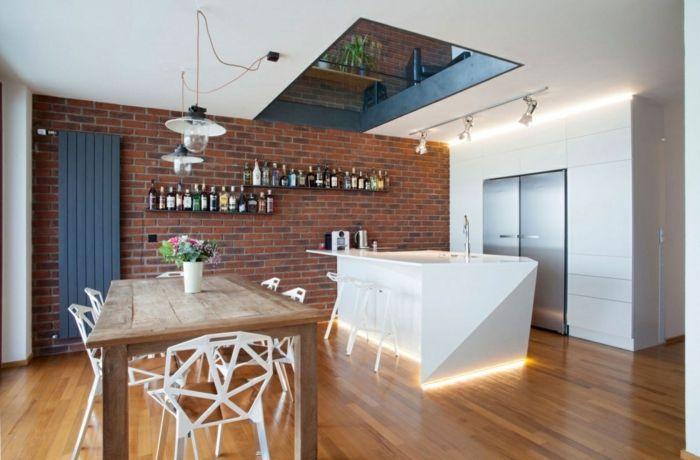 decoracion salon comedor con mesa de madera y sillas de plstico con huecos suelo