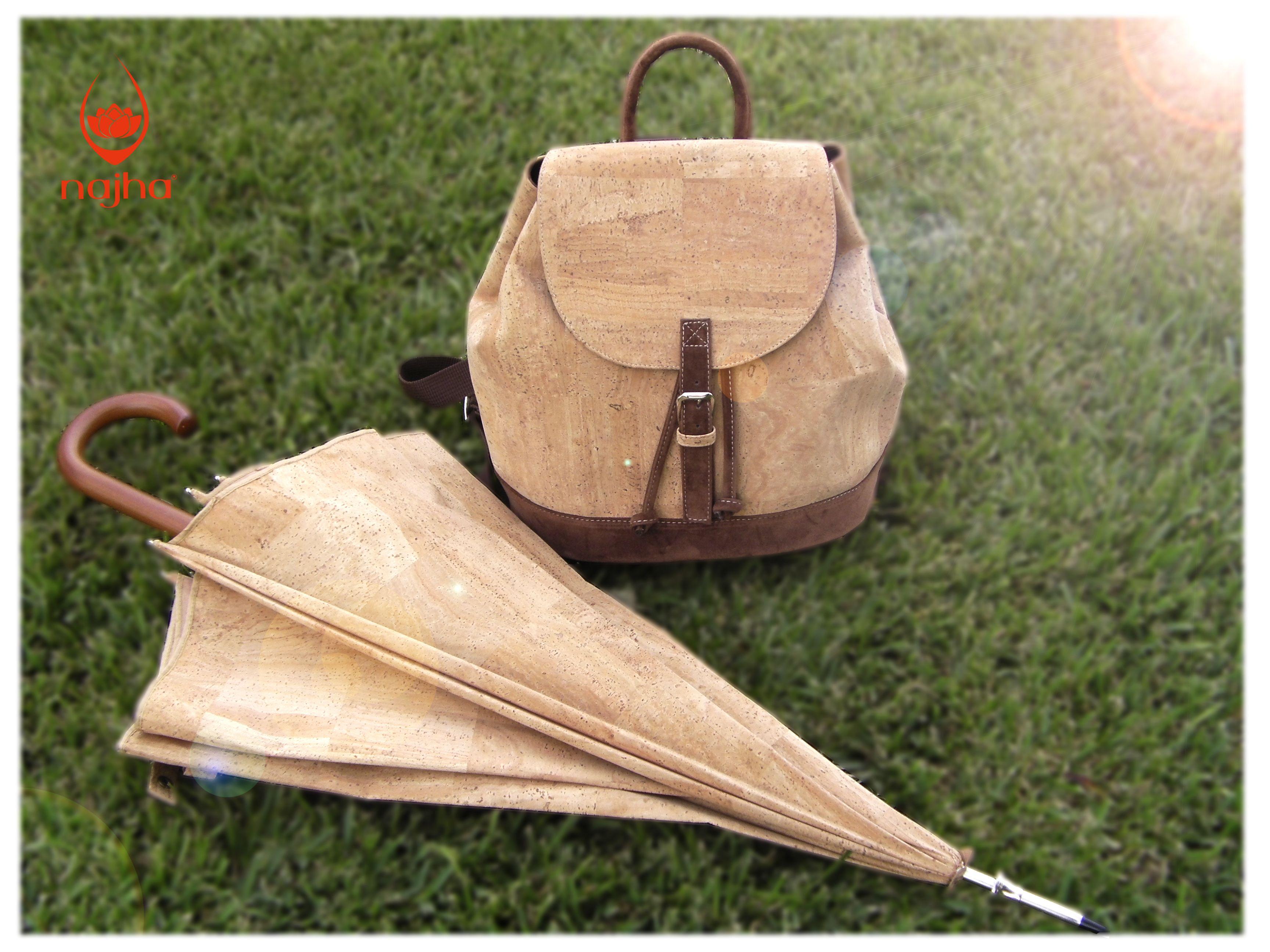 Guarda-chuva e Mochila.  Saiba mais em www.najha.com