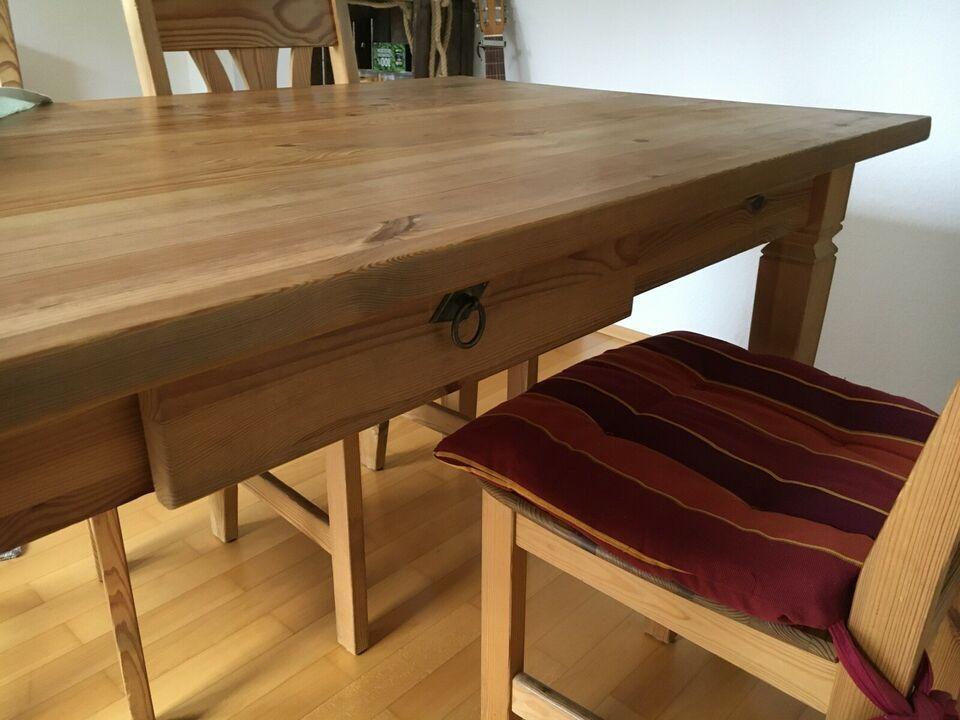 Dafür ist Platz in der kleinsten Küche: Tisch in Reserve