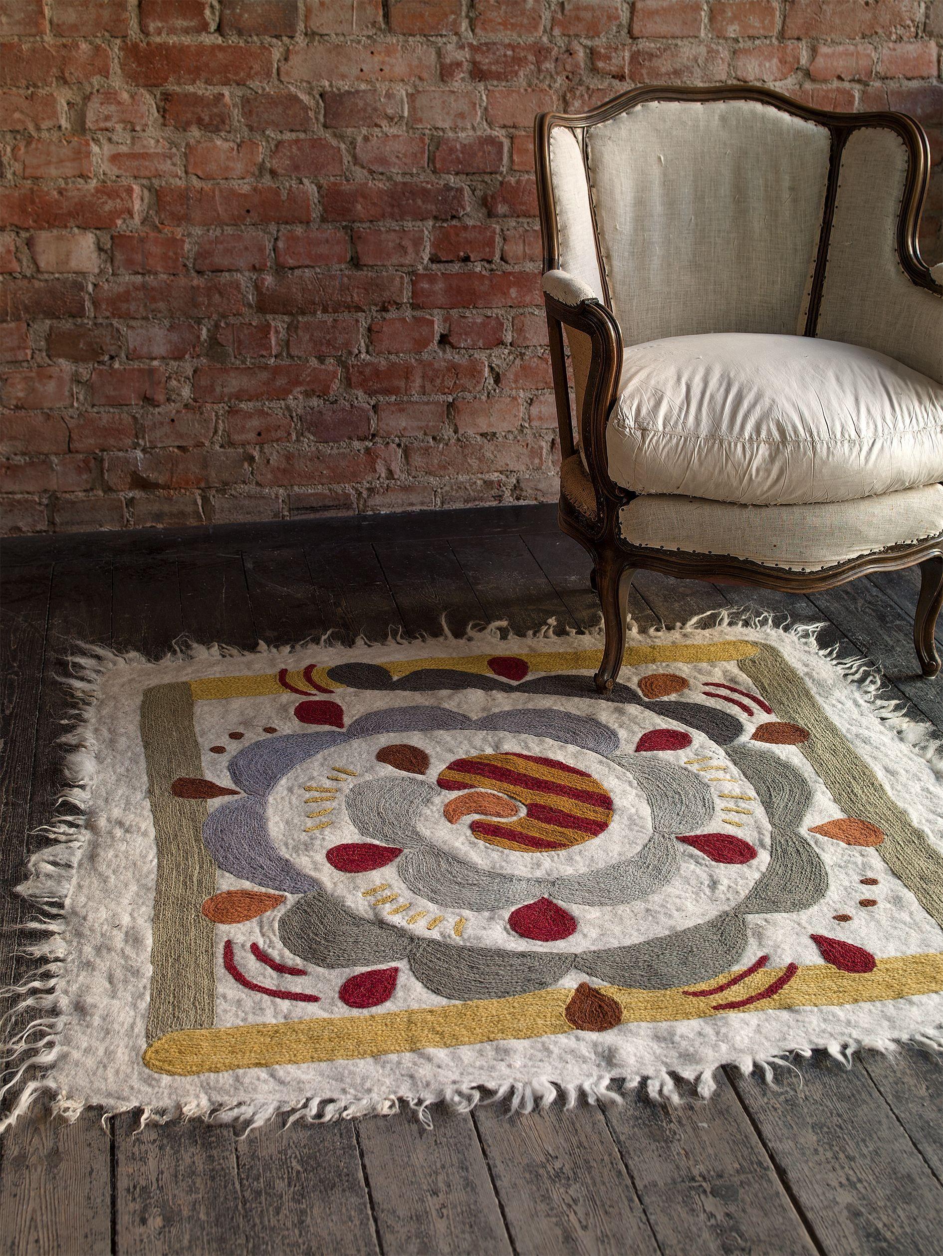 herbst winter 2013 der wundersch ne krumelur teppich ist aus gefilzter baumwolle wolle. Black Bedroom Furniture Sets. Home Design Ideas