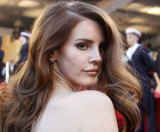A Graphic Video Has Surfaced In Which Lana Del Rey Pretends To Be