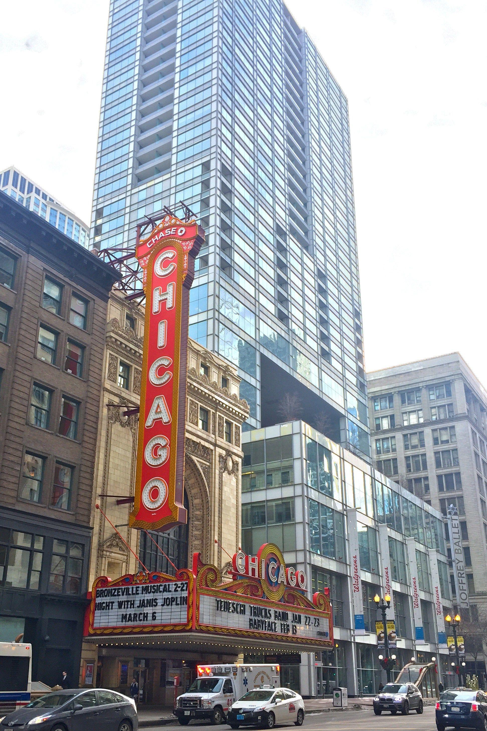Die besten 25 theatre in chicago ideen auf pinterest chicago broadway und fluss in chicago - Bega wandleuchte auayen ...