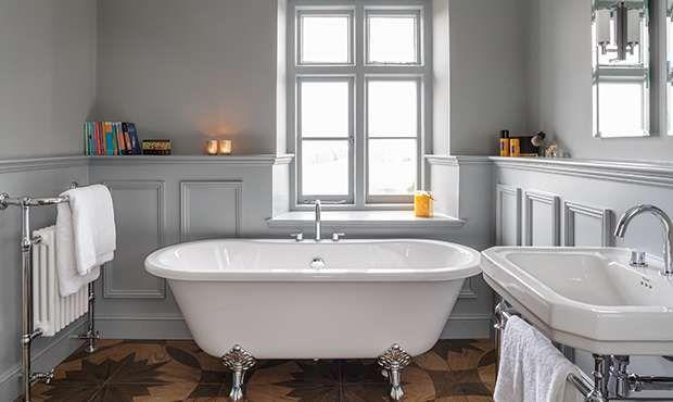 Victoria Home Decor Magazine Elegant Freestanding Roll Top Bath Cottage Bath Cottage Baths
