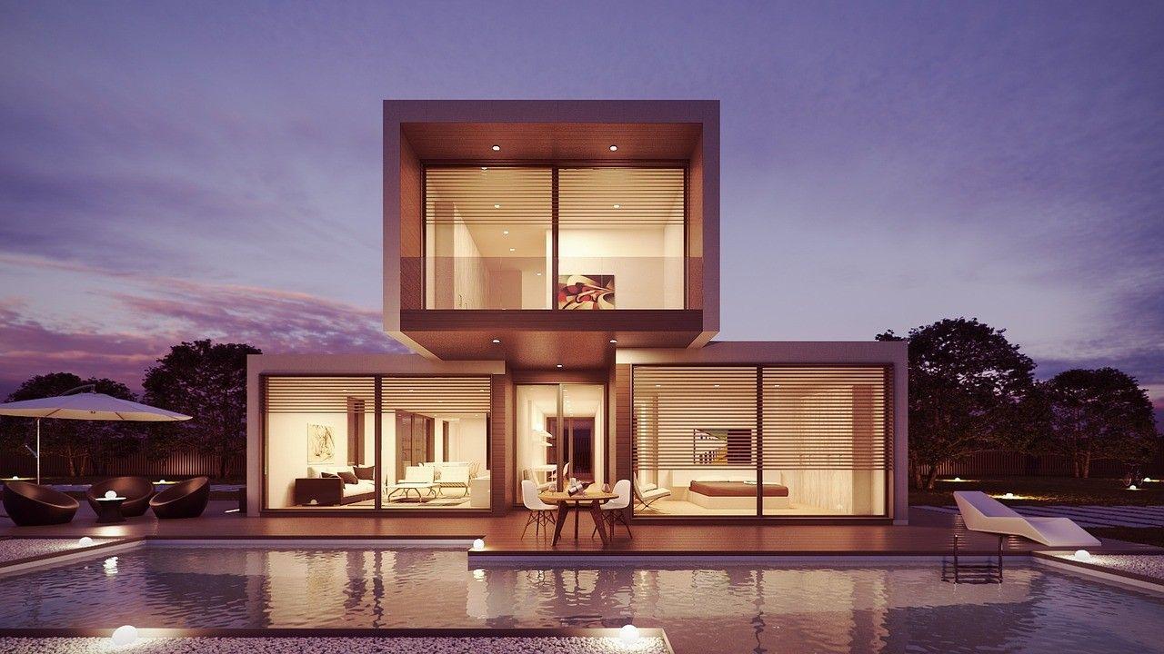 Modernes Traumhaus mit großen Fenstern und Schiebetüren. Fenster und ...