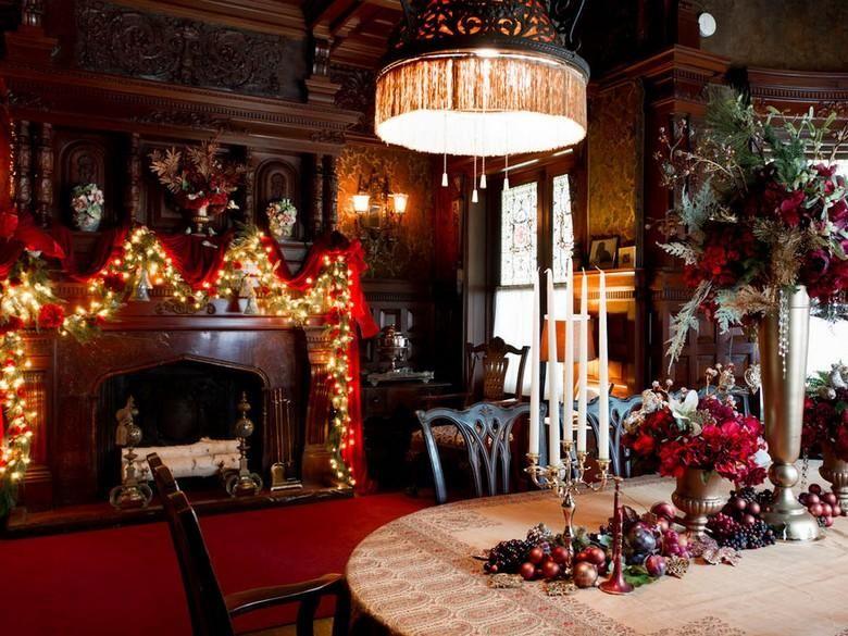 Amerikanische Weihnachtsdeko Aussen girlande mit lichterketten und roter schleife weihnachten