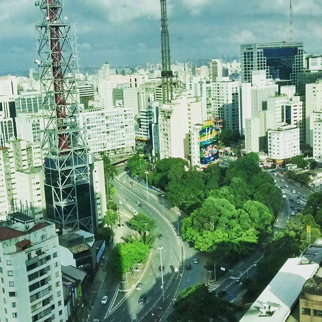 """""""Mas não me queixo, não. Sei em quem coloquei minha confiança..."""" (2 Tim 1:12) #biblia #bible #faith #hope #healthy #heart #temfiltro #temposmodernos #buildings #architecture #architecturephotography #streetphotography #photourban #photographic #photography #transito #amofotografar #sp #saopaulo #brazil #brasilian #brazylian #downtown #bigcity #clouds #instacool #perspective #transitosp #fotourbana #amofotografar"""