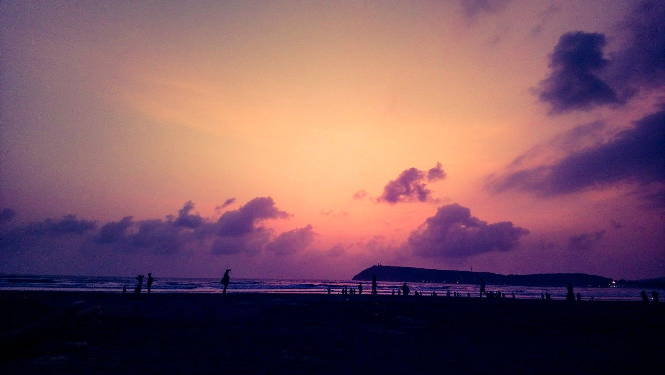 """""""Nothing is more beautiful than beachside sunset."""" It always give me immense pleasure. Look the colour of sky and the people who enjoy sunset at beach is very beautiful 😍. 🌅🌊📸😇 . . #sunsetcolors #sunset #sunset_pics #sunsetlover #sunsetbeach #sunsetmadness #sunsetshots #sunsets_captures #sunset_pics #photogeaphysouls #photographylife #naturephotographer #photograpgylover #natgeoyourshot"""