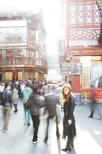 Sunstruck. Shanghai. Photograph by Damien Pitter.
