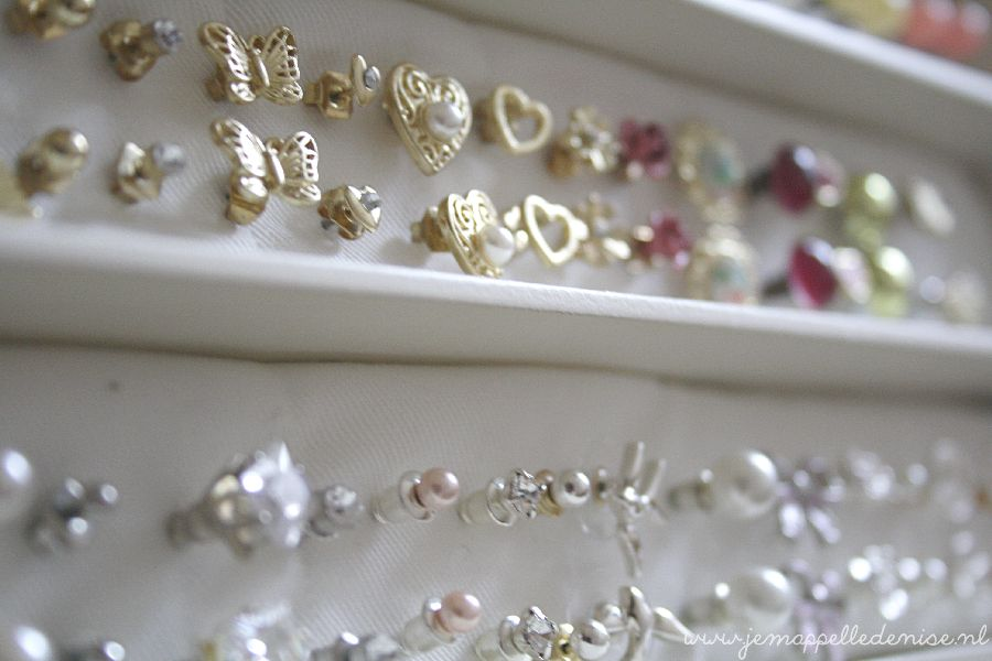 DIY- earring storage box! Brilliant and so easy!