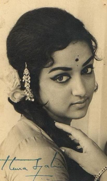 Old indian photos vintage photograph of hindi movie for Old indian actress photos